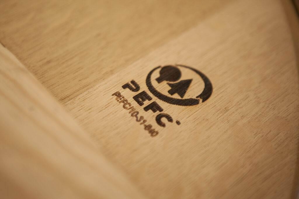 Logo pefc sur une plaque de bois